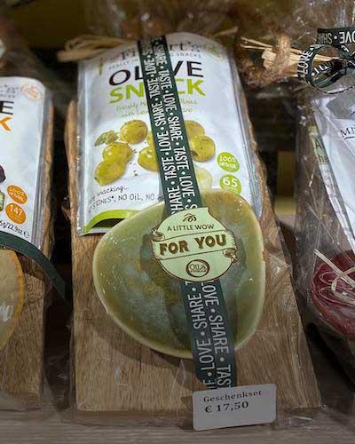 Kulinarisches-Geschenk_Olivensnack_Oliven_Weihnachtsgeschenk